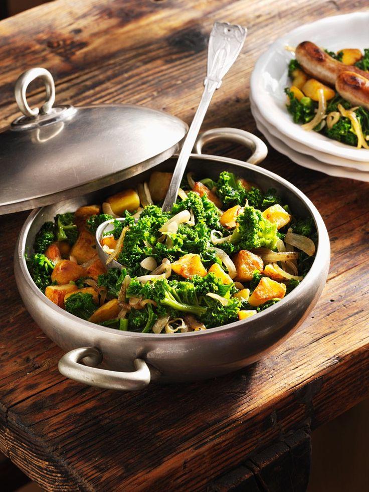 Grünkohl mit Bratwurst und Kartoffel | Zeit: 25 Min. | http://eatsmarter.de/rezepte/gruenkohl-mit-wurst-und-kartoffel