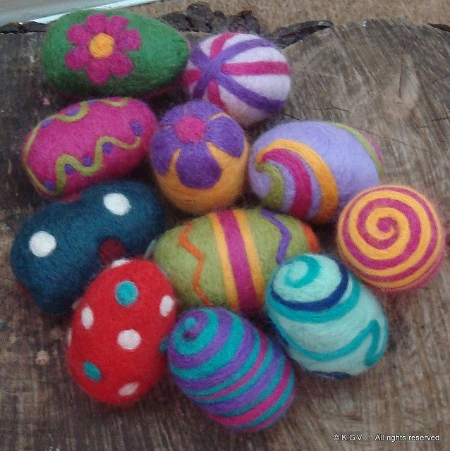 More Needle Felted Easter Eggs! Love the color for a centerpiece!