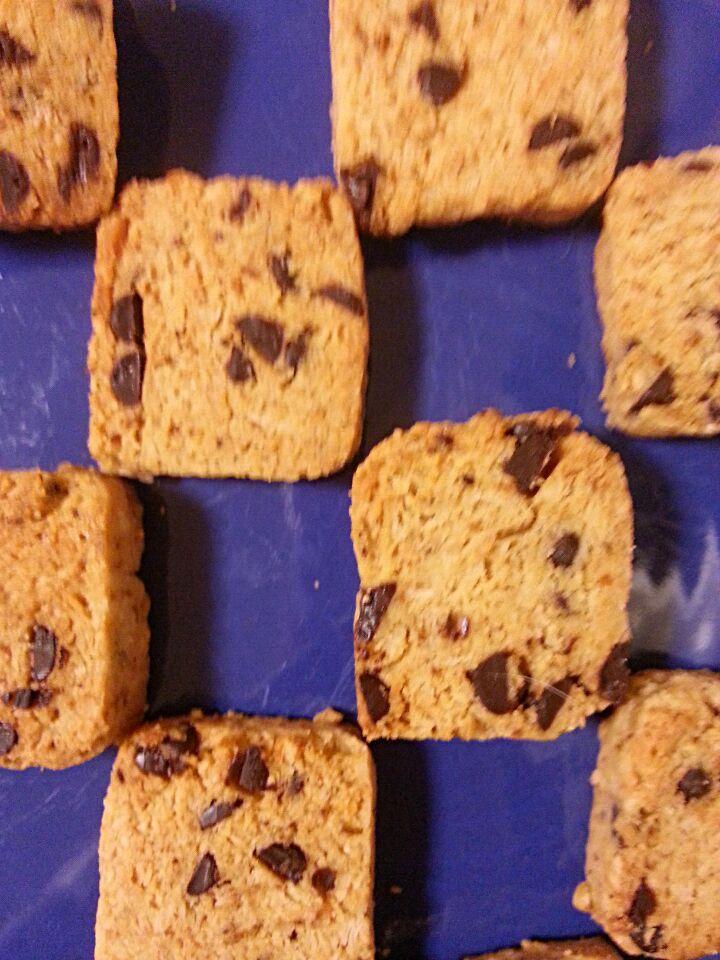 失敗したパイ生地のリメイク~アーモンドチョコチップクッキー