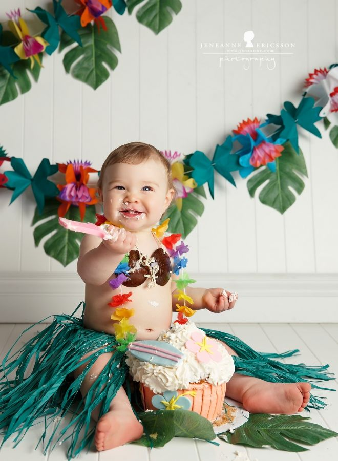Jeneanne Ericsson Photography Hawaiian theme cake smash first birthday cakesmash