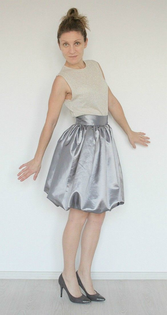 Bubble skirt tutorial - Wanna sew a super adorable and fun skirt? Learn how to make a bubble skirt that is both flattering and comfortable.