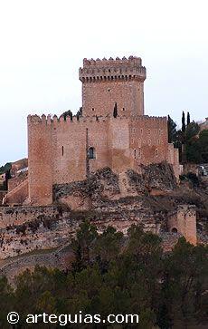 Alarcón, Cuenca en uno de los ejemplos más típicos de plaza fuerte medieval. Spain