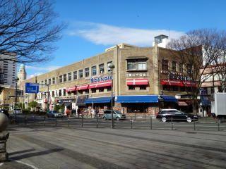 """横浜市中区海岸通り1-1、老舗欧州レストラン「スカンディア」。/ An European restaurant """"Scandia"""" since 1963 at 1-1, Kaigan dōri, Nakaku, Yokohama."""