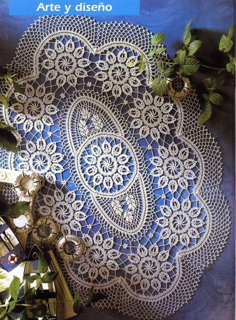 Centrino stupendo di forma ovale all'uncinetto in stile di Bruges.   fonte:http://www.microsofttranslator.com/bv.aspx?from=&to=it&a=htt