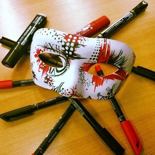 Una #maschera ci dice più di un volto.  Oscar Wilde - Penna, matita e veleno.  #mask #trashpolka #draw #instagram