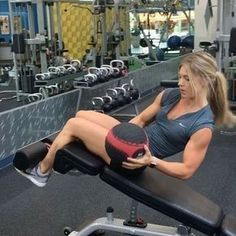 Quick & effective decline bench ab routine with a 12 pound medicine ball. Do thi…