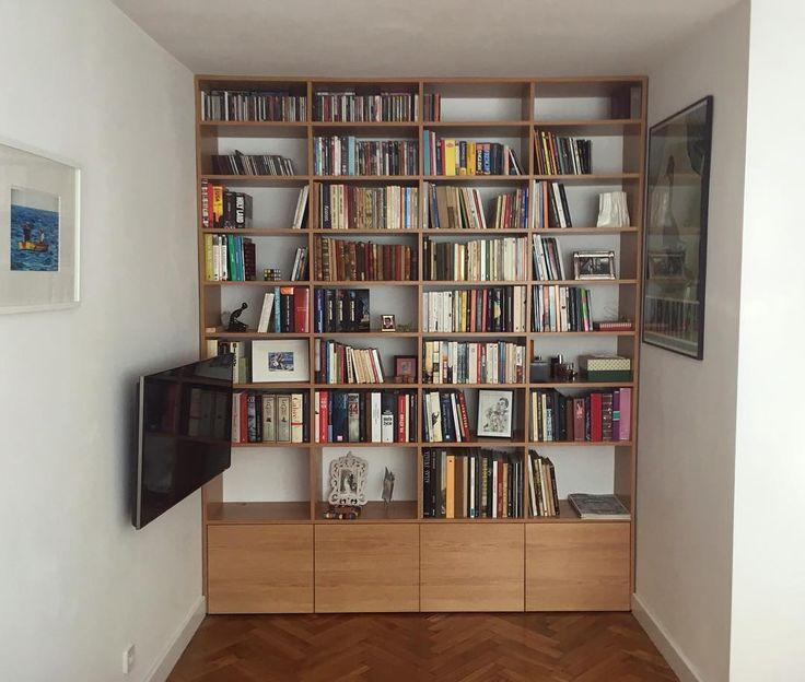 Jak Wam się podoba regał na książki wykonany z płyty meblowej którego cechuje prostota i zachowanie symetrii? Pozdrawiamy i życzymy miłego wieczoru. #regał #bookcase #zabudowa #książka #książki #books #biblioteczka #decor #dom #home #homesweethome #remont #nowemieszkanie #wnętrza #interior #room #instasize #picoftheday #meble #furniture #simple #afterwork #stolarz #warszawa #warsaw #poland