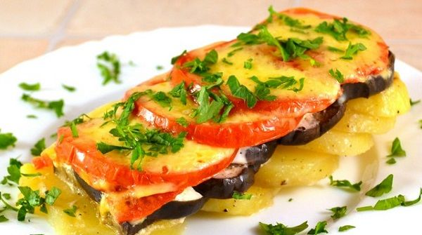 Potatoes with eggplant, baked in the oven