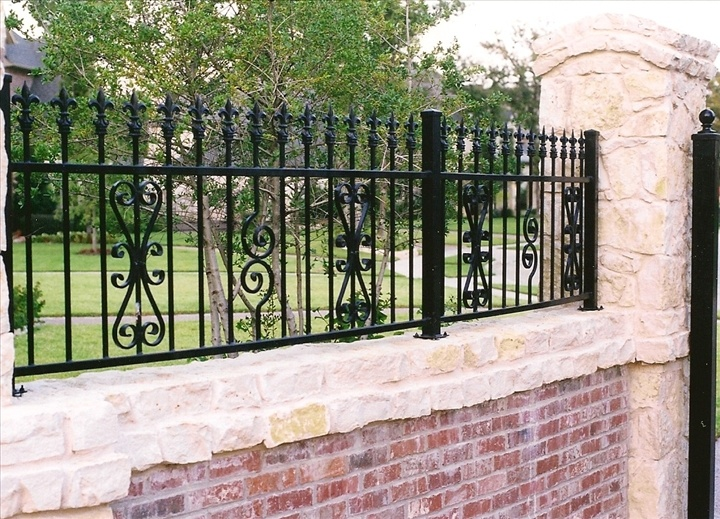 17 best images about vallas de hierro on pinterest pool for Brick and wrought iron fence designs