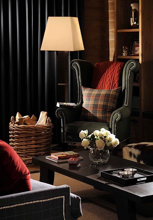 Уютный уголок для чтения в стиле шале