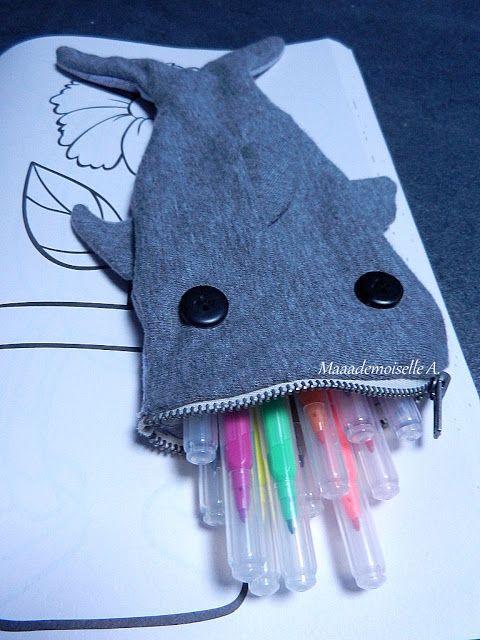 """DIY - Le """"kit"""" de grande soeur (ou grand frère) - Cahier de coloriage et trousse requin"""
