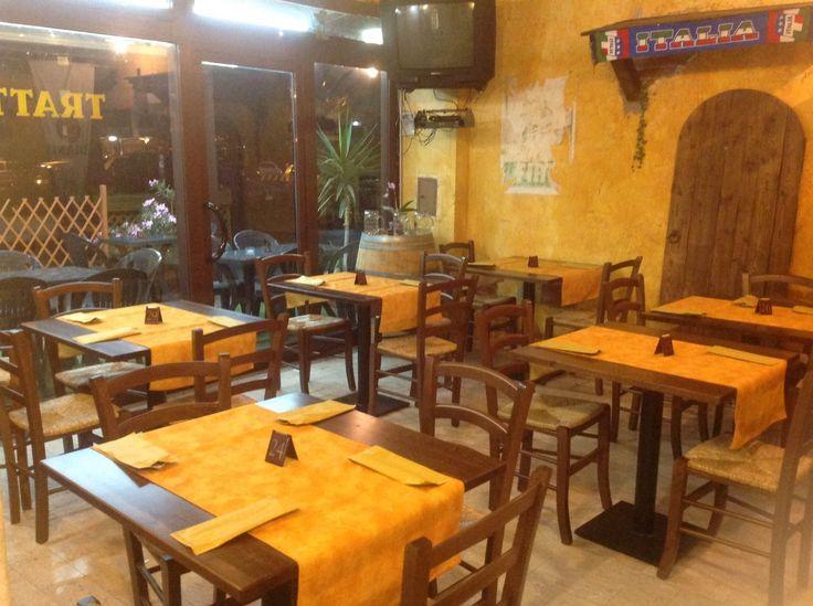 Pin di sedie tavoli ristoranti maiero su arredi eseguiti for Arredamento per pub e birrerie