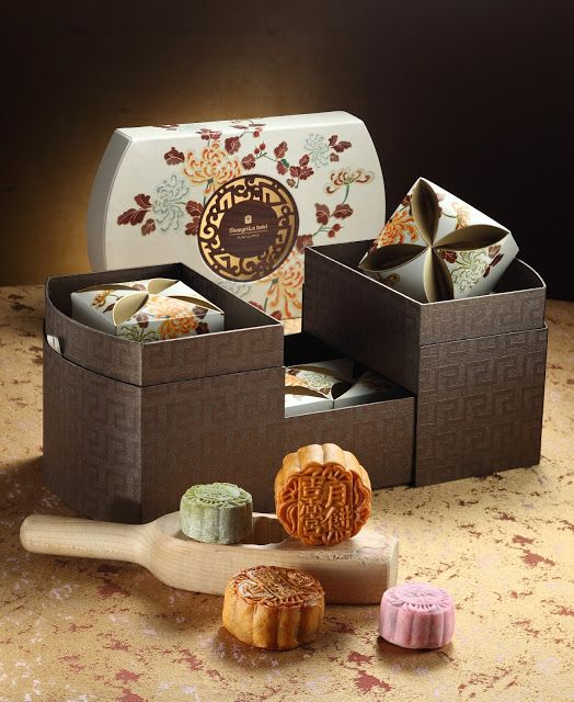 MOONCAKES SHINE AT SHANG PALACE, SHANGRI-LA HOTEL, KUALA LUMPUR  It's a parade of exquisite and delectable handmade mooncakes at Shangri-La Hotel, Kuala Lumpur to celebrate the Mid-Autumn or Mooncake Festival on 27 September.  Shangri-La Hotel, Kuala Lumpur has prepared 12 varieties of mooncakes to mark the festival. The mooncakes, presented in uniquely d...  Read more @ https://www.malaysianfoodie.com/2015/07/mooncakes-shine-shang-palace-shangri-hotel-kuala-lumpur.html