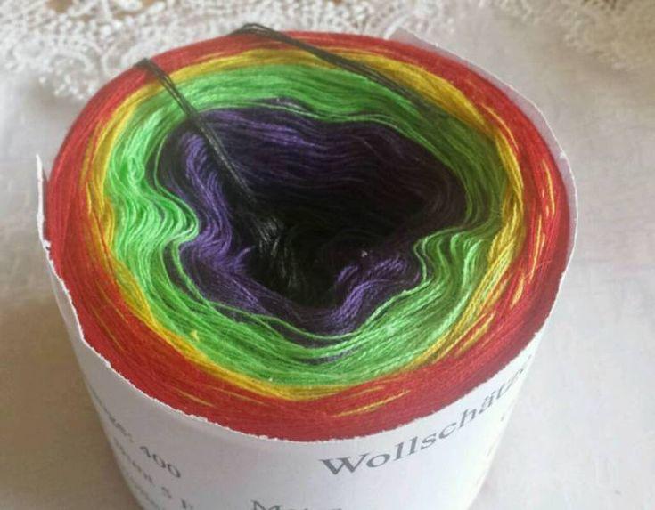 Farbverlaufsgarn, 4 fädig!400 Meter Lauflänge, 95 g50% Baumwolle, 50%PolyNS, 2-4,sehr harmonisch11€ zzgl.4€ Versand innerhalb DeutschlandsIch packe euch noch eine Anleitung für ein Tuch mit rein .