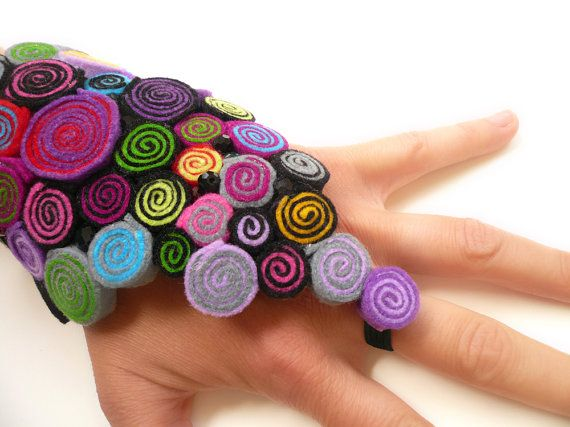 Fingerless glove/Steampunk glove/Felt glove/Bracelet by BeadABoo