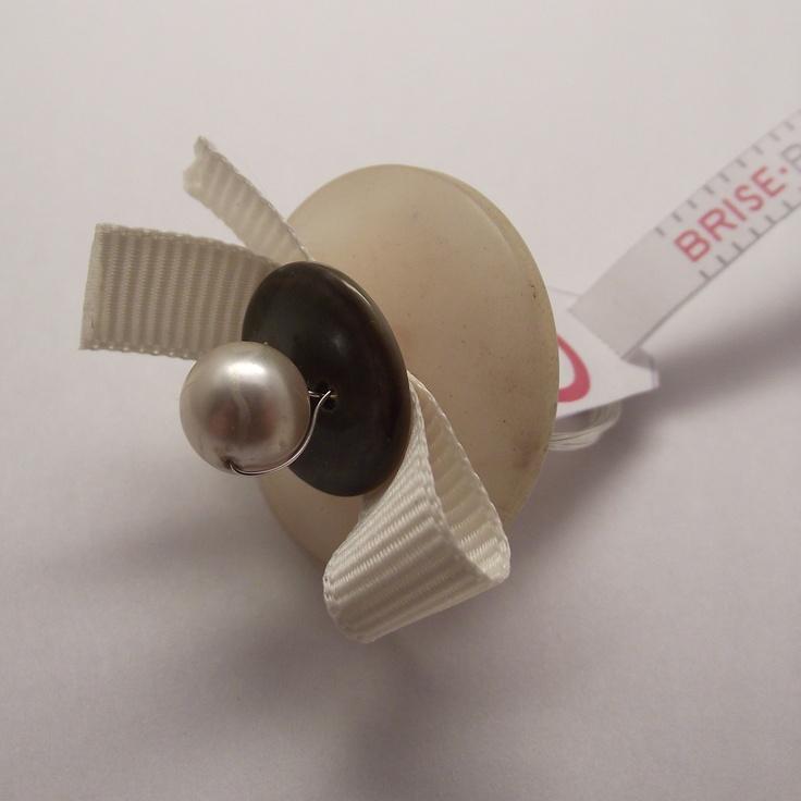 Button ring vintage handmade  Anelli con bottoni vintage fatti a mano  brisebijoux.wordpress.com
