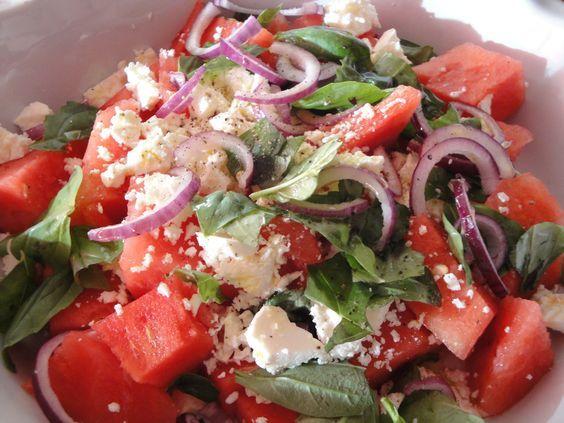 Watermeloen & Feta Salade Als laatste recept in het boek Plenty van Ottolenghi staat deze salade. Watermeloen met feta. Natuurlijk is dit geen nieuwe salade want ik kom heel wat variaties tegen op internet. Met ui, zonder ui, met mint of basilicum. Yotam maakte hem zo: 500 gram watermeloen in grove stukken. 1 grote schijf....Read More »