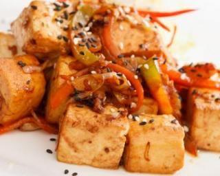 Salade d'automne minceur carotte, panais et tofu : http://www.fourchette-et-bikini.fr/recettes/recettes-minceur/salade-dautomne-minceur-carotte-panais-et-tofu.html