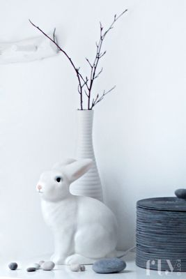 white porcelain rabbit | Easter bunny . Osterhase . lapin des Pâques | @ flufly |