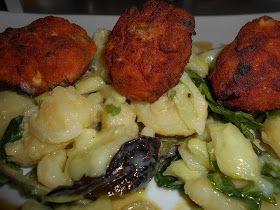 Zaxapn kai alati: Ντοματοκεφτέδες με δροσερή Πατατοσαλάτα και σος γιαουρτιοὐ