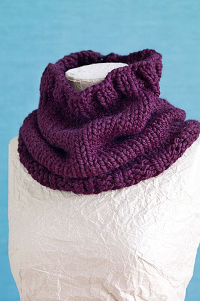 basic cowl in lion brand woolease thick amp quick l0412ad