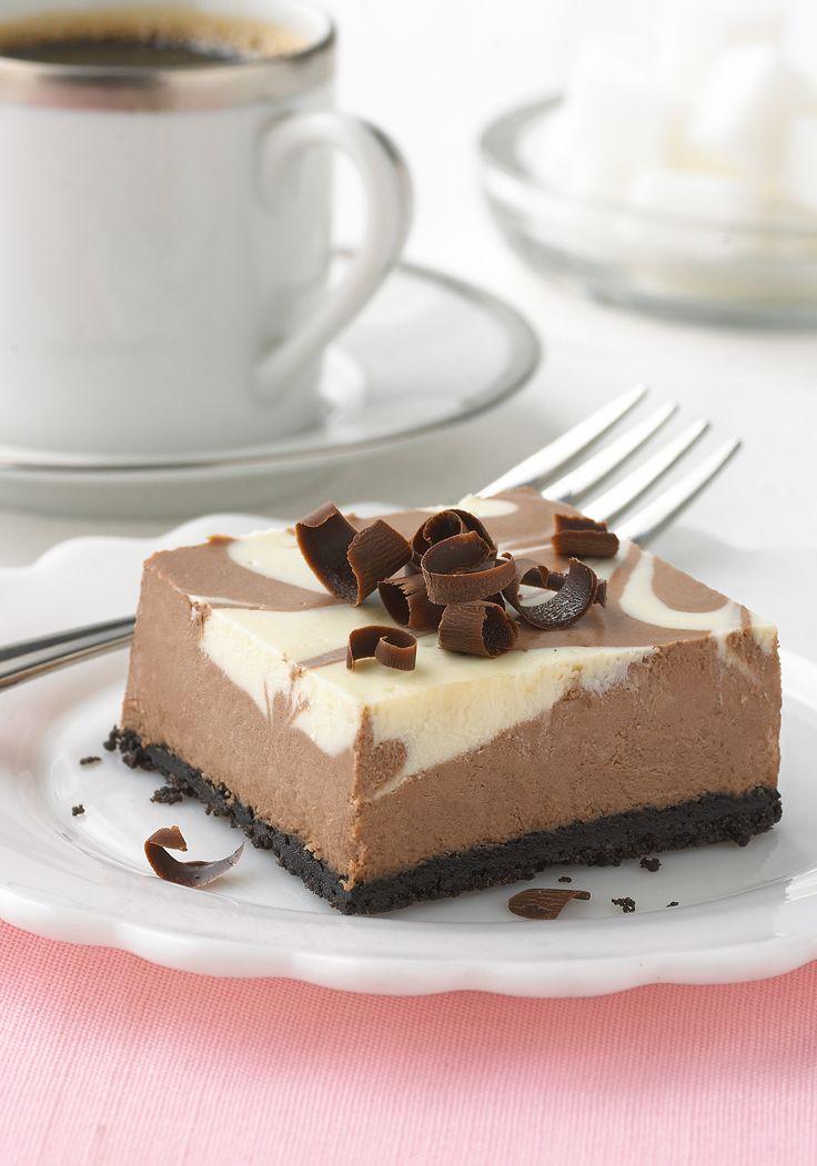 Cheesecake Philadelphia con remolinos de chocolate y vainilla- Este delicioso cheesecake Philadelphia con remolinos de chocolate y vainilla será el platillo campeón de cualquier sobremesa familiar.