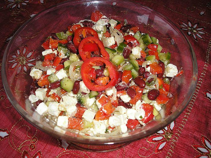Simpler griechischer Salat für deutsche Grillparties