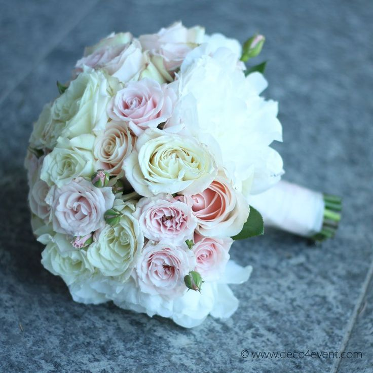 Die besten 25 Brautstrauss rund rosen Ideen auf Pinterest