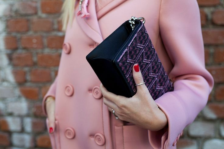 SS16 streetstyle details champagne pink Orchid Pink coat  red nails solid rings