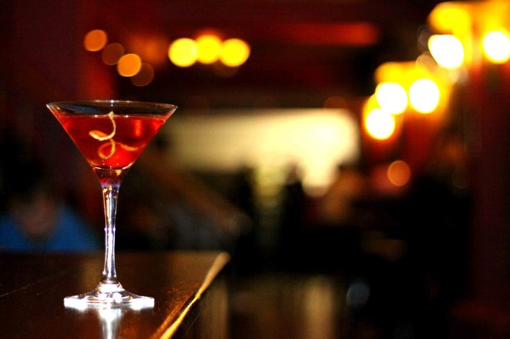 Spend your lazy evening with a comforting drink with the Happy Bar offer from 5 pm to 8 pm at TiffinBar