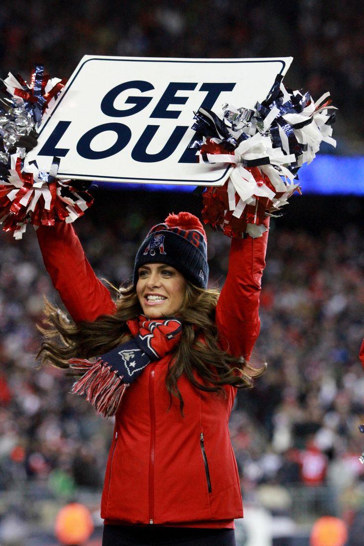 Cheerleaders Perform During Patriots-Bills Game | New England Patriots
