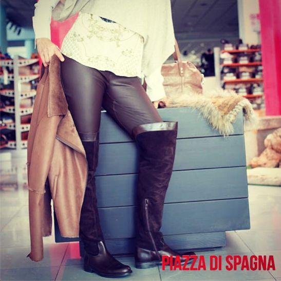 Pantaloni in pelle #pinko, #stivali #pollini e giacca #armani...#totalook #donna #piazzadispagnaoutlet