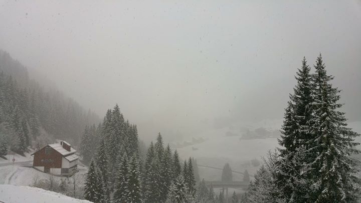 Es schneit!!!  #wetter #topofthemountain #damüls