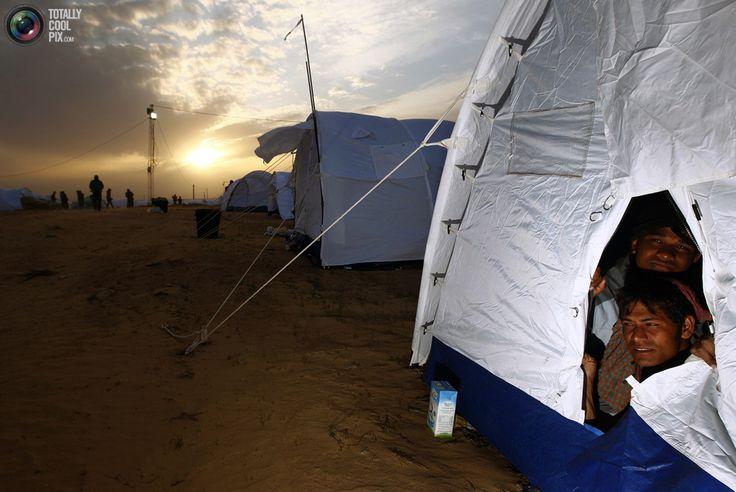 Ras Jdir, Tunisia    Bangladeshi refugees from Libya   March 3, 2011  REUTERS/Yannis Behrakis