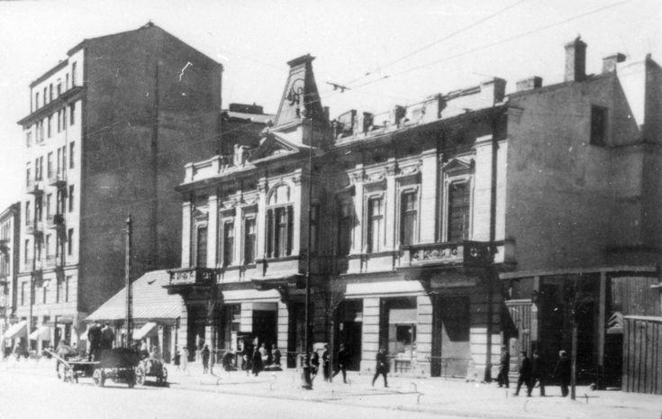 Budynek Pałacyku Michla widziany od nieparzystej strony ul. Wolskiej. Po prawej widoczna brama wiodąca na teren Młynów Michlera. </br>Fotografia ze zbiorów Archiwum Miasta Stołecznego Warszawy.