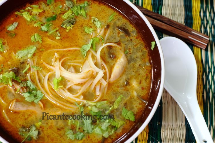 Azjatycka zupa kokosowa