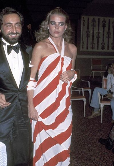 Margaux Hemingway ..Red-and-white striped asymmetric dress, big glossy hair and bold glossy make-up… there's no doubting how fabuloso Margaux was. She was a regular at the famed Studio 54 (pictured here in 1976), where she mingled with Andy Warhol, designer Halston (read his bio and see his wow-mazing dresses here), Bianca Jagger and Grace Jones..