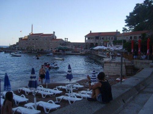 The blue framed classical stone houses of Croatia, Montenegro ad south Balcan region is the most impressed - Güney balkanlarda klasik görmeye alıştığımız mavi pencereli, taş evleri burada da bolca görüyoruz. For more - Devamı için… http://pinterest.com/emretok/karadag-montenegro-petrovac/
