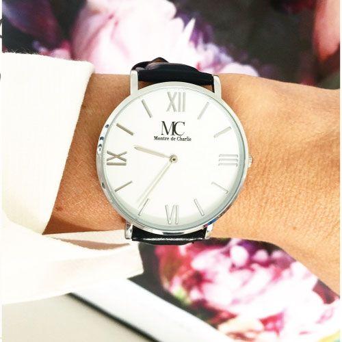 Elegant armbandsur från Petite Charlie. Passar både dam & herr, 5-års garanti.