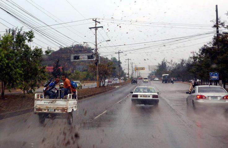 Honduras: Pronostican lluvias y chubascos para este domingo  El pronóstico incluye actividad eléctrica acompañando las precipitaciones Las lluvias de los últimos días han afectado especialmente la zona central alrededor de la capital hondureña.