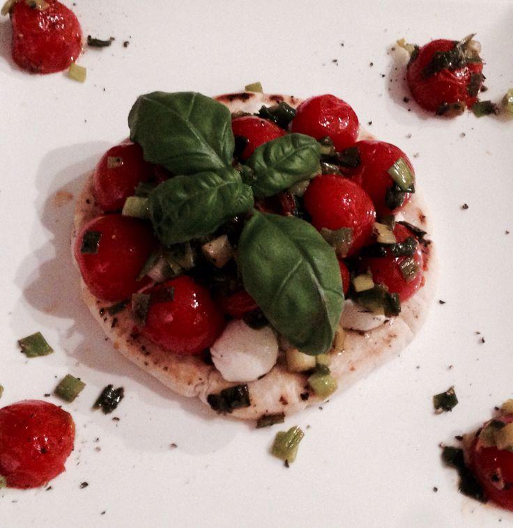 Garlic pita with mozzarella cheese, tomatoes and basil