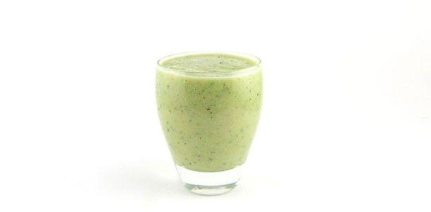 Dit komkommer avocado kiwi smoothie recept is een lekkere frisse en romige groene smoothie. Boordevol mineralen, vitamine en gezonde vetten. Gezonde start!