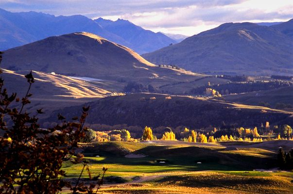 Dalefield landscape, a few minutes from downtown Queenstown. Goodstays brand photo by Mark Evans