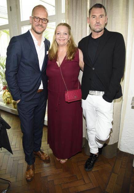 Star-Designer und GNTM-Juror Michael Michalsky(r.) ließ sich das Event auch nicht durch die Lappen gehen und posierte mit Tim Affeld und Herausgeberin Ingrid Rose.