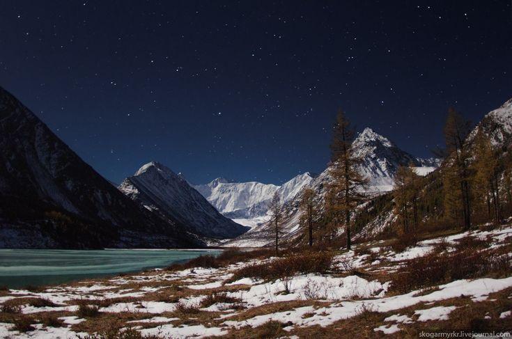 Белуха ночь звёзды фото Луна полнолуние Аккемское озеро Ак-Кем фото поход туризм снег сентябрь осень