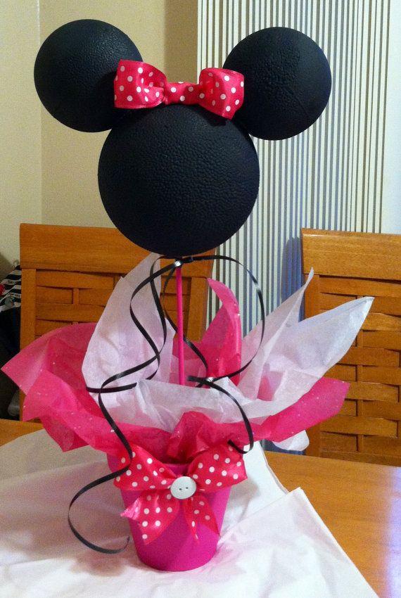 Centro de mesa de Minnie Mouse por specialdecor en Etsy                                                                                                                                                                                 Más