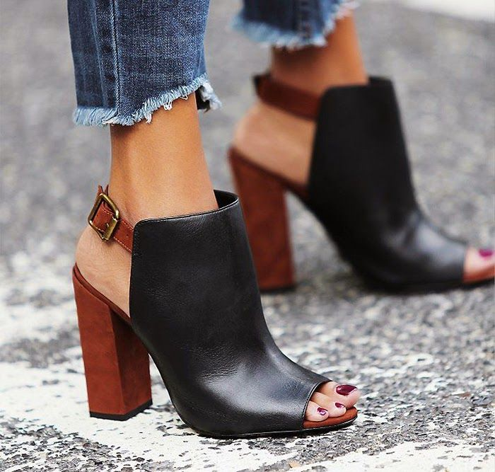 Mule shoes are backless shoes often closed-toe, worn by mostly women.They can have stiletto heels or Chunky heels. Below are ways to wear Mule Shoes.
