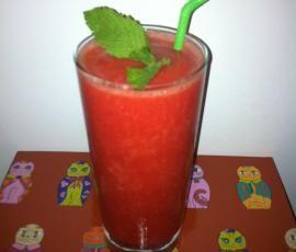 Receita Sumo de Morango (versões com e sem álcool) por flammar - Categoria da receita Bebidas