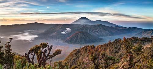 Panorama de la caldeira du Mont Bromo et Batak, Indonésie