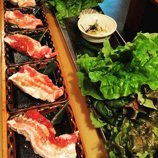 イエ───(σ≧∀≦)σ───ィ  今日は、朝から一日中お仕事〜〜 食べたくなるなる韓国料理へ〜〜🎶 大好きなお肉ちゃん〜  サンチュの一人前がめっちゃ多い(笑)  で、残さずぺろりと(笑)  めっちゃ美味しいから…  もりもり食べちゃった(笑)  明日も、朝からお仕事頑張るぞ  #肉#hood#名古屋#豚#pork#juicy#隠れ家#me#美味しかった#pic#hungry#me#肉食女子#肉食#肉食系#肉好き#Love#名古屋飯#食レポ#BBQ#まいうー#韓国料理#sirloin#steak#happy#🇰🇷#Korean#韓国#サムギョプサル#名古屋美食家